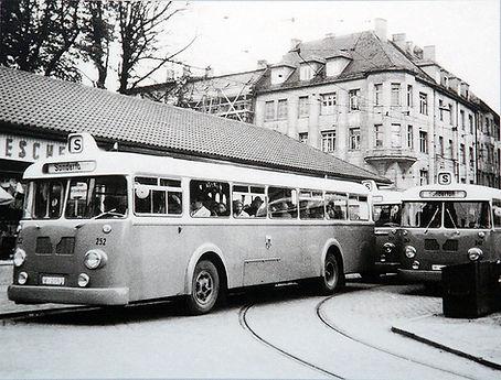 Busverkehr am Trambahnhäusel an der Münchner Freiheit tram münchen