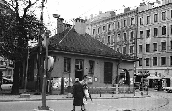 1982 Stationshaus Max-Weber-Platz.jpg