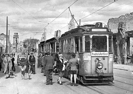 E-Tw 533 in der Augustenstraße einwärts 16.8.1946 tram münchen