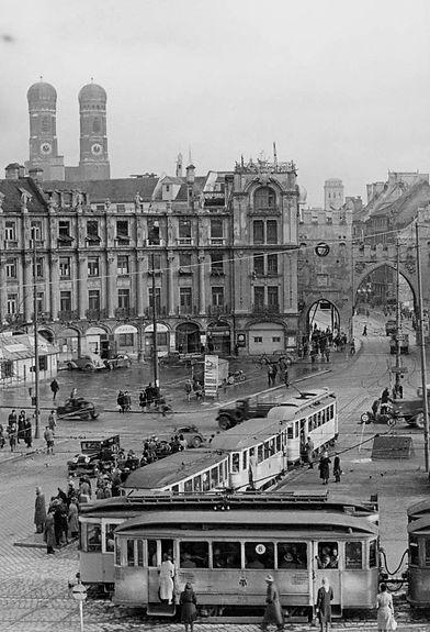 1948 Stachus Stadtarchiv.jpg