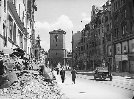 1945 Isartor Tal.jpg
