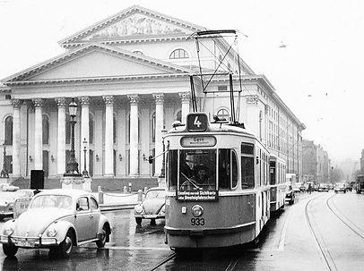 M4-Tw 933 + m4-Bw am Nationaltheater einwärts 13.9.1965 münchen tram