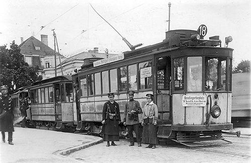 C2-Tw 512 + c+a-Bw an der Endhaltestelle Wolfratshausener-/Boschetsrieder Straße 1918 tram münchen