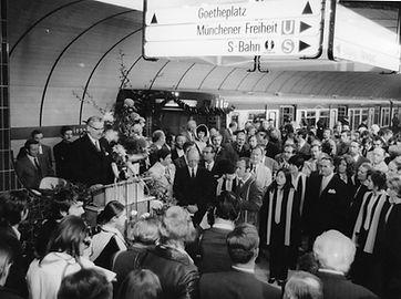 Eröffnung der Münchner U-Bahn am Marienplatz, 19. Oktober 1971. Archiv MVG. münchen tram u-bahn