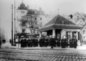 1915_Münchner_Freiheit_Schaffnerinnen_D