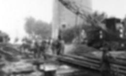 Am_15._Juni_1944_reparieren_Kriegsgefang
