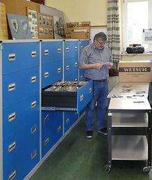 Archivleiter Klaus Onnich in seiner Schatzkammer tram münchen