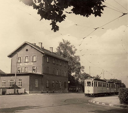 E-Dreiwagenzug am Moosacher Bahnhof 1950 tram München