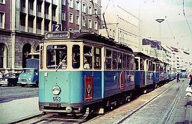 Typ E Wagen 553 der Linie 2 auf dem Weg zum Waldfriedhof münchen tram
