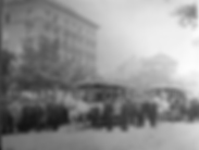 Zur Eröffnung der Tal-Linie der Pferdebahn am 16. Juni 1888 haben sich Honoratioren und Publikum am Isartorplatz versammelt. Archiv FMTM e.V. tram münchen dampf
