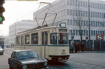 Fahrschulwagen 6923 an der Barerstrasse Ecke Gabelsberger Strasse. münchen tram