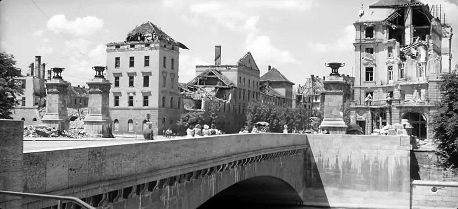1945_Cronauer_Ludwigsbrücke.jpg