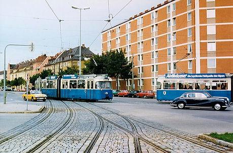 P-Wagen kreuzen sich in Ramersdorf auf der Strecke Kirchseeonerstraße münchen tram trambahn ramersdorf