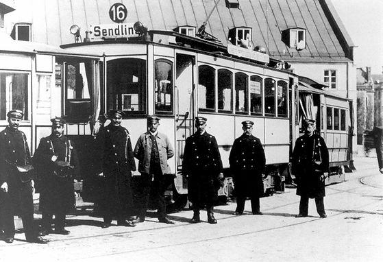 Fahrpersonal-Harras-1910.jpg