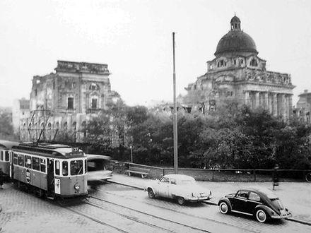 D-Tw 477 in der Galeriestraße 1960 München tram