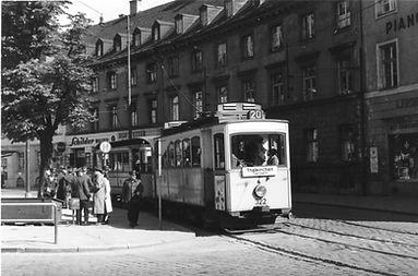 A1-Tw 322 + c-Bw an der Haltestelle Sendlinger-Tor-Platz Richtung Thalkirchen 1952 München tram