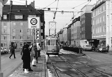M4-Tw 2495 + m4-Bw 3495 an der Haltestelle Bayernhalle Richtung Harras 11.2.1992 tram München