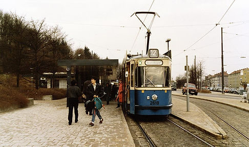 M5-Tw 2618 in der Haltestelle Scheidplatz einwärts 12.2.1988 tram münchen