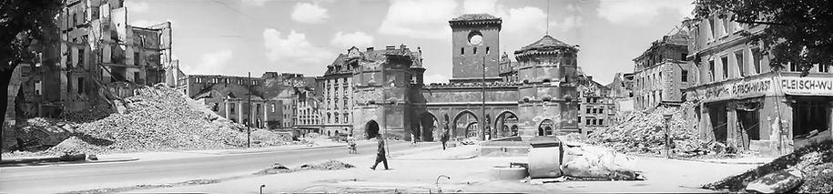1945 Panorama Isartor Cronauer.jpg