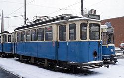 Der Triebwagen 539 und derBeiwagen 1472 standen bis zum 5. Januar 1969 bzw. 2. Juli 1968 im Einsatz und wurden nach ihrer Ausmusterung von dem Trambahn - freund Johann Pollitzer gekauft, der ein privates Münchner Trambahnmuseum aufbauen wollte. Aufnahme vom 18. Dezember 2005Betriebshofs 2 in Steinhausen. Aufnahme: Peter-Michael Hübner münchen tram