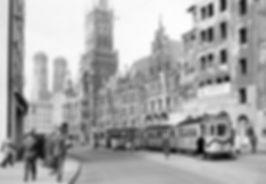 E2-Tw 571 + e-Bw + f-Bw an der Haltestelle Marienplatz Richtung Isartor 21.10.1951 tram München