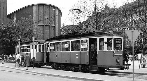 D6-Tw 480 + f-Bw 1423 an der Endhaltestelle Sendlingertorplatz Mai 1972 tram münchen