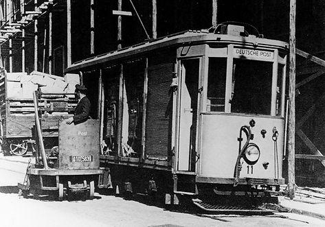Post Tram Wagen 11 wird am Paketpostamt entladen tram münchen trambahn reichspost