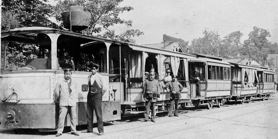 münchen tram Krauß-Dampflok 2 mit vier Anhängern im Sommer 1899 am Volksgarten Nymphenburg.