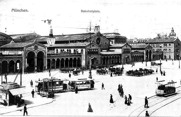 bahnhofs-Vorplatz.jpg