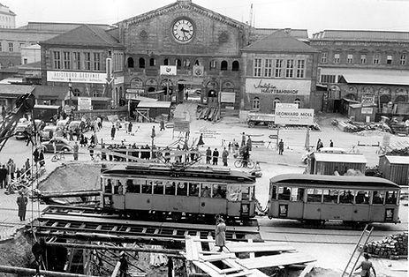 D1-Tw 514 + g-Bw 1455 am Bahnhofsplatz während des Baus der Fußgänger-Unterführung 7.4.1953 tram münchen