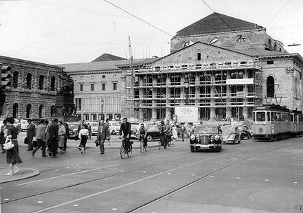 D6-Tw 503 mit f-Bw am Nationaltheater einwärts 24.6.1957 tram münchen