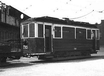Noch vor dem Umbau, in Kattowitzer Farben, steht der Wagen 720 zu Kriegszeiten im Betriebshof 3 werkstattwagen München Tram