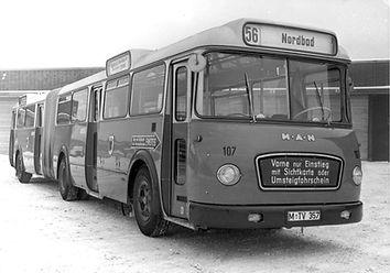 Ab 1961 ersetzen neue Gelenkbusse gewohnte Trambahnlinien. Archiv MVG münchen tram trambahn