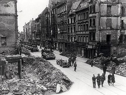 1945-04-30 Dachauerstraße.jpg