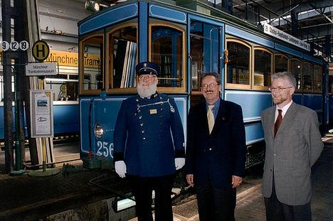 OB Christian Ude im Bahnhof 3 am 29.04.1999 tram münchen fmtm