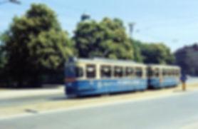 M4-Tw 932 + Bw 1768 an der Haltestelle Ludwigsbrücke einwärts 16.5.1965 münchen tram