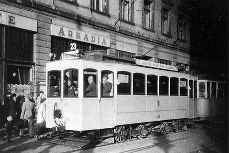 A-Tw 249 in der Prielmayerstraße vor dem Cafe Arkadia auswärts tram münchen linie 23