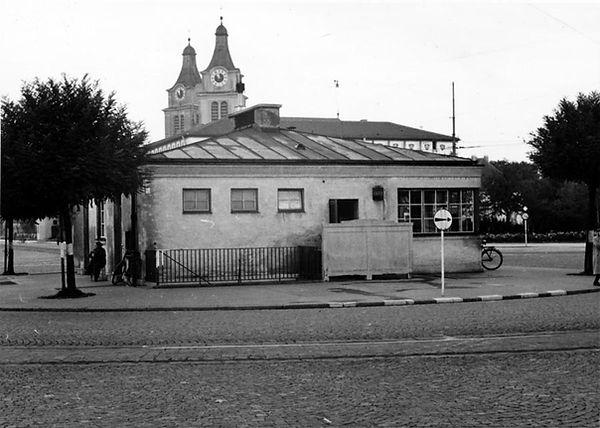 Stationshaus Romanplatz-Südseite-xx0640-VB-L47-160.jpg