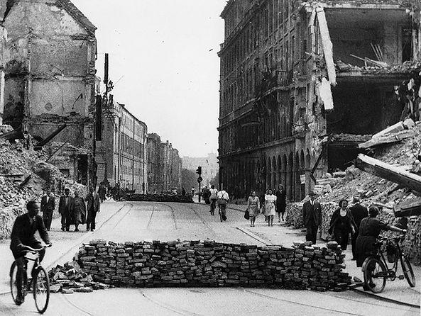 Zerstörung__Perusastraße_1946-1.jpg