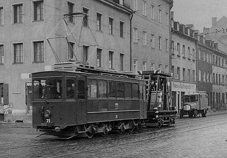 Werkstattwagen  Typ: W 10.2 Betriebsnummer: 71 unterwegs mit einem Turmwagen München tram