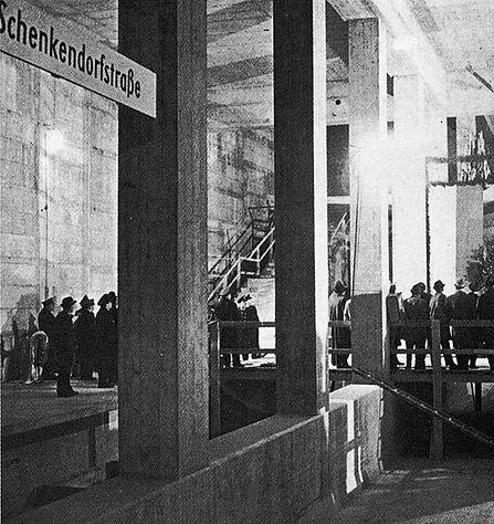 Schwabing Nord)  U-Bahnhof  ''Nordfriedh