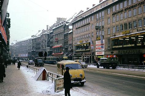 Trambahnverkehr 1965 in der Neuhauserstraße zum Stachus