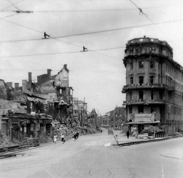 1945_Bayerstraße_Imperialhaus_Schienen_