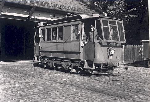 Bild_10_1954_Wilhelmstraße_mit_Schienesc