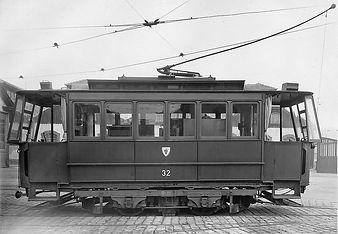 Fahrzeugportrait des Wagens 32 im Betriebshof an der Schäftlarnstraße tram München