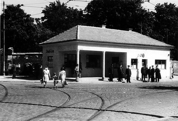 Stationshaus Ostfriedhof-Westseite-280948-VB-L48-393.jpg