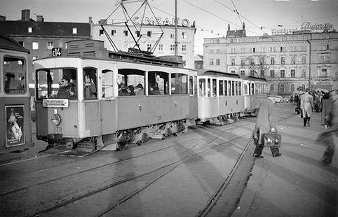 A4-Tw 279 + 2 c-Bw am Hauptbahnhof Nord auswärts Januar 1957 münchen tram