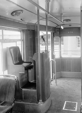 Die Fahrzeuge des Typs M2/m2 haben auch wesentlich komfortablere Schaffnersitze erhalten, die sogar mit einem Mikrophon ausgestattet sind. münchen tram