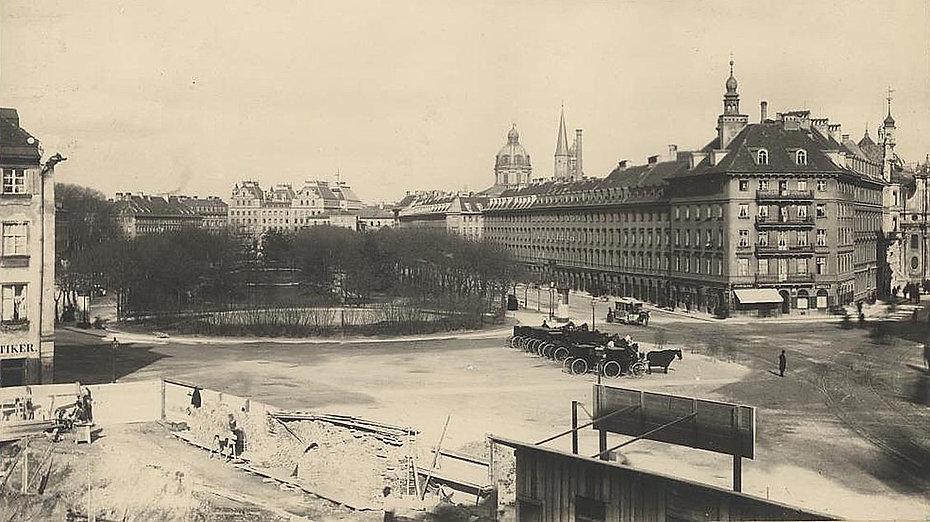 1888 Maximiliansplatz Stadtarchiv.jpg