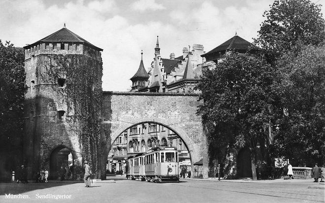 Dreiwagenzug der Type F bei der Fahrt durch das Sendlinger Tor, 1930, Archiv FMTM e.V. münchen tram trambahn